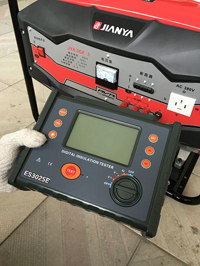 测量绝缘电阻的原理图及接线图如下